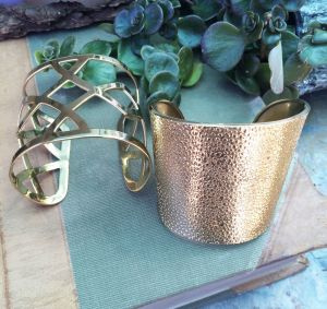 Shown with Criss Cross cuff sold separate
